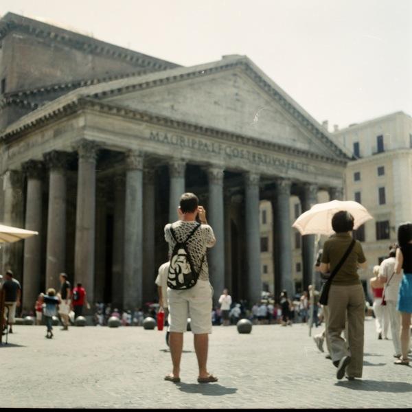 http://www.samuelhervas.com/files/gimgs/27_turistas3.jpg